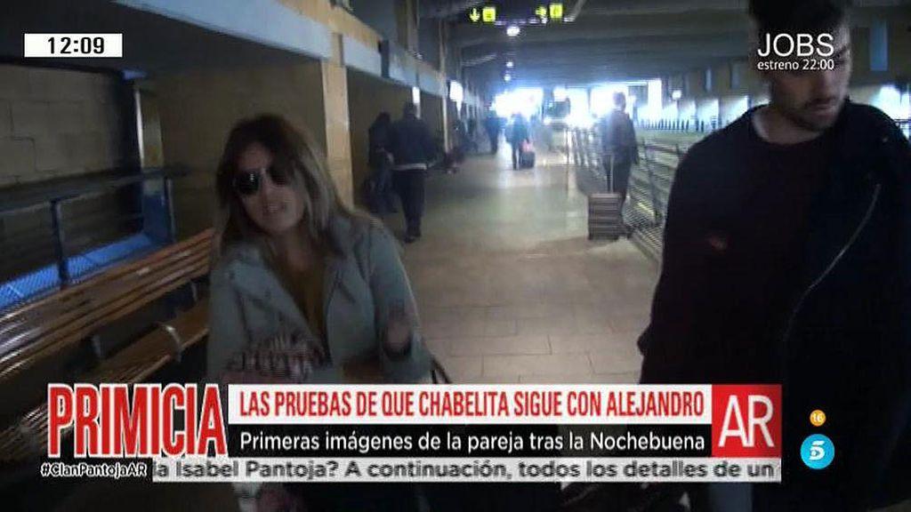 Chabelita y Alejandro regresan a Sevilla tras pasar la Nochebuena en Santander