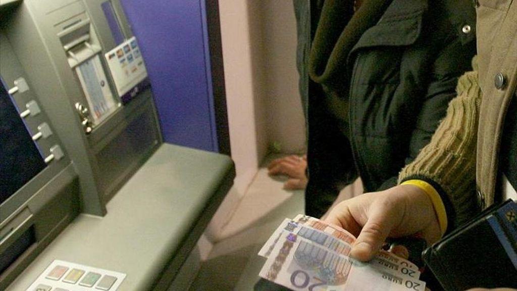 Antonio Borges, responsable para Europa del FMI, dijo que gran parte de los problemas del sistema bancario español estaban concentrados en las cajas de ahorro y elogió el que España hiciese frente al desafío pese al carácter político de la decisión. EFE/Archivo