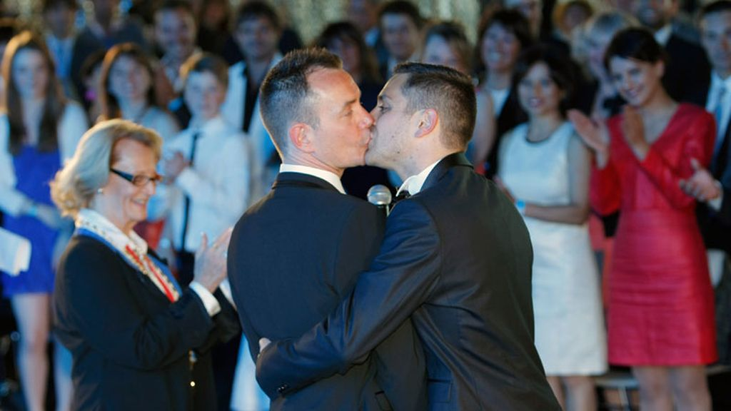 Francia celebra su primera boda gay