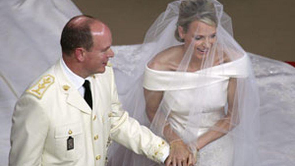 Alberto de Mónaco y su ya mujer durante la ceremonia FOTO: GTRES