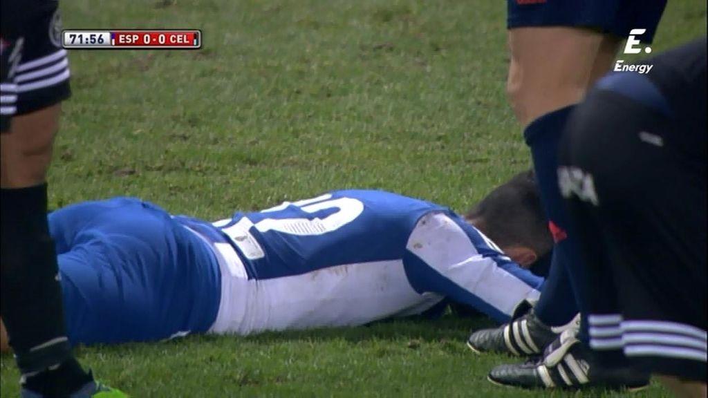 Álvaro termina doliéndose en el suelo tras un brutal choque fortuito con Nolito