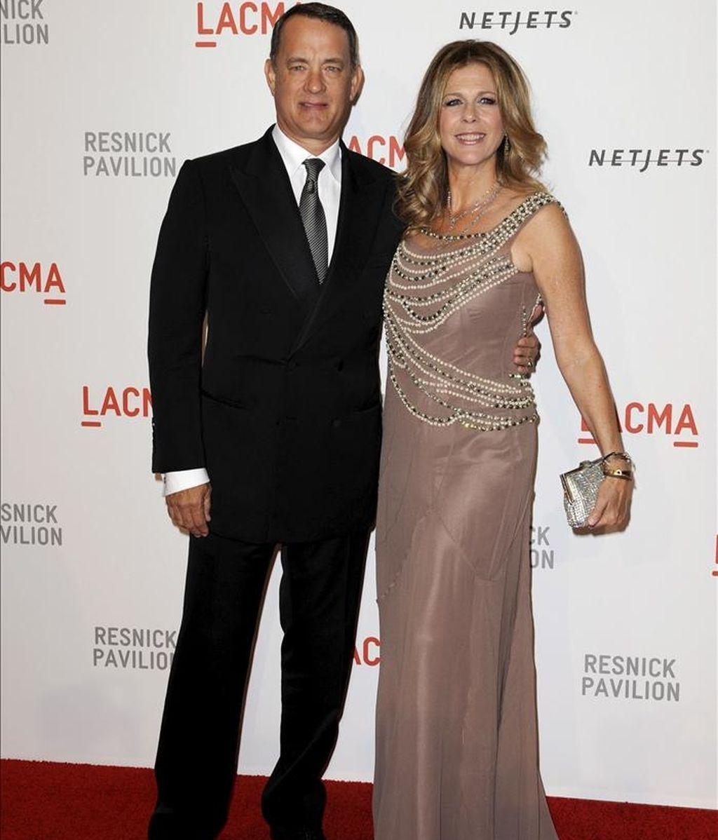 Colin Hanks es hijo del primer matrimonio de Tom Hanks (i), quien permanece casado desde 1988 con la actriz Rita Wilson (d). EFE/Archivo
