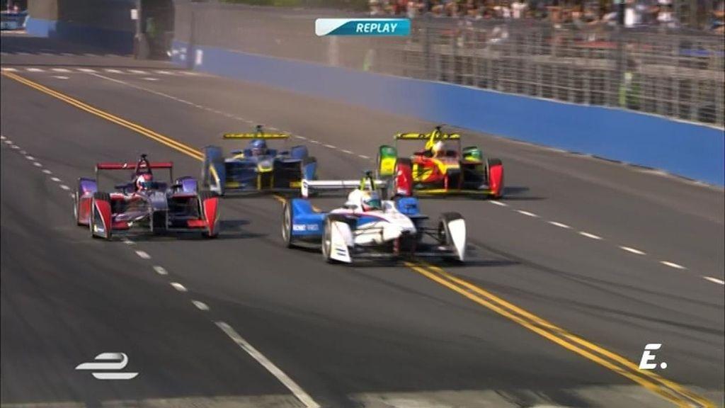 ¡Daniel Abt se pasa de frenada y se lleva por delante a Alguersuari en la última vuelta!
