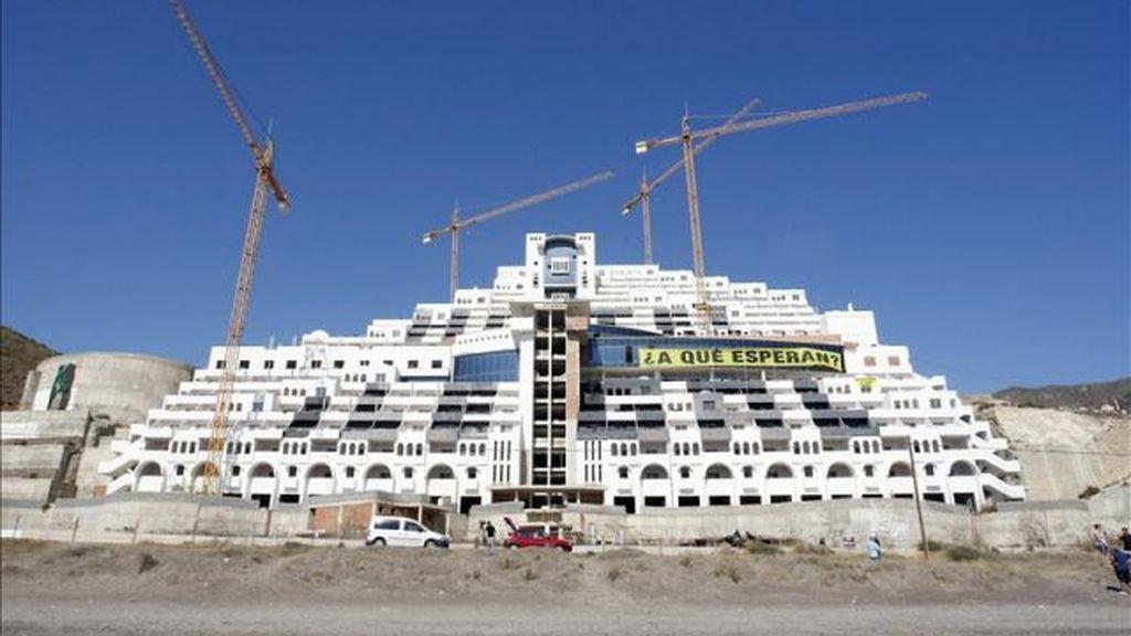 Hotel Azata del Sol en la playa del Algarrobico en Carboneras, Almería