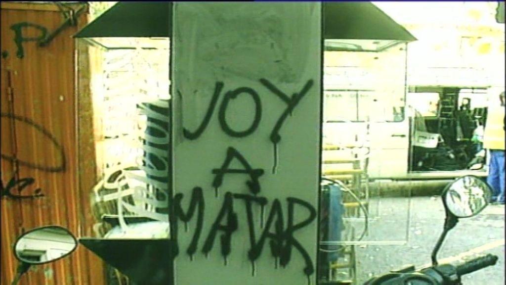 Amenazas, pintadas… Así actúan los ultras para que los clubes no les echen del fútbol