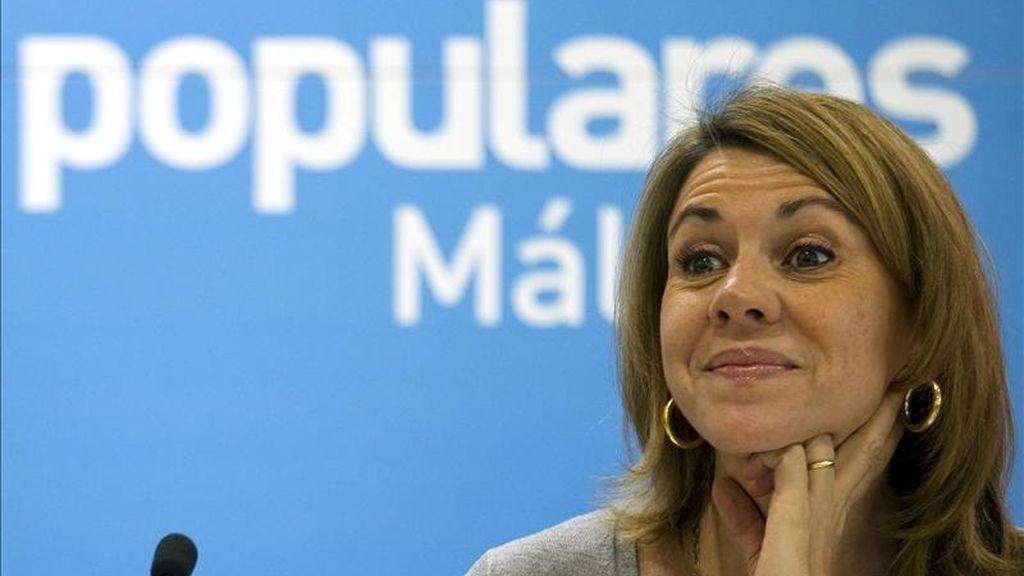 """La secretaria general del PP, María Dolores de Cospedal, ha afirmado hoy que su partido ofrece """"un auténtico proyecto de recuperación nacional"""" a partir del 22 de mayo, durante una reunión celebrada con los miembros de la candidatura de los populares de Málaga. EFE"""