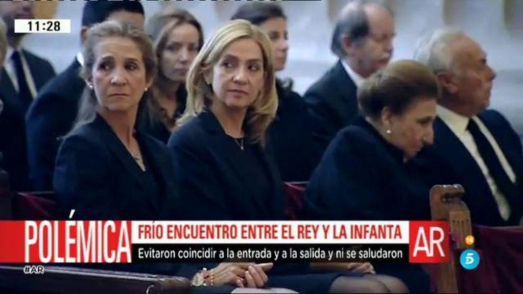 Frío encuentro entre el Rey y la infanta Cristina en el funeral de don Carlos