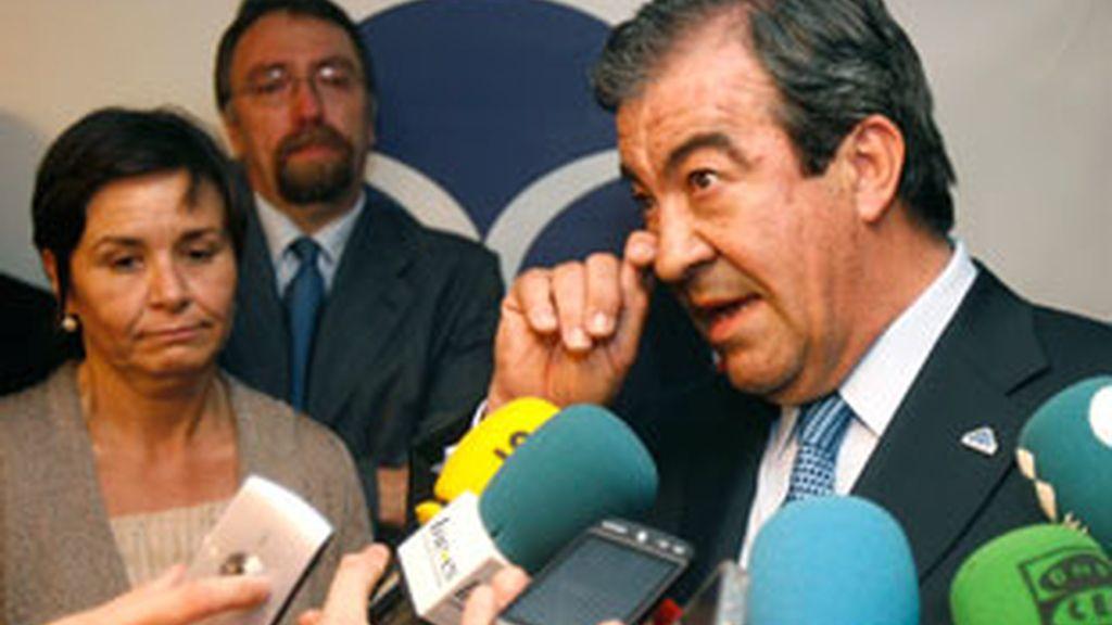 Foro Asturias y el PP han roto esta noche las negociaciones para alcanzar un pacto sobre la composición de la Mesa de la Cámara. FOTO: EFE