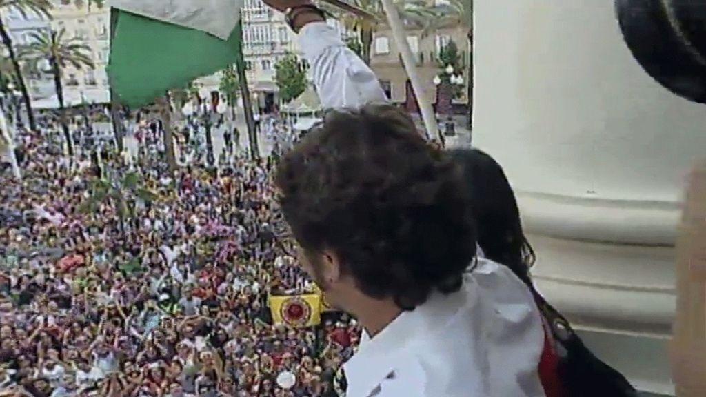 Kichi ofrece el bastón de mando a los vecinos de Cádiz