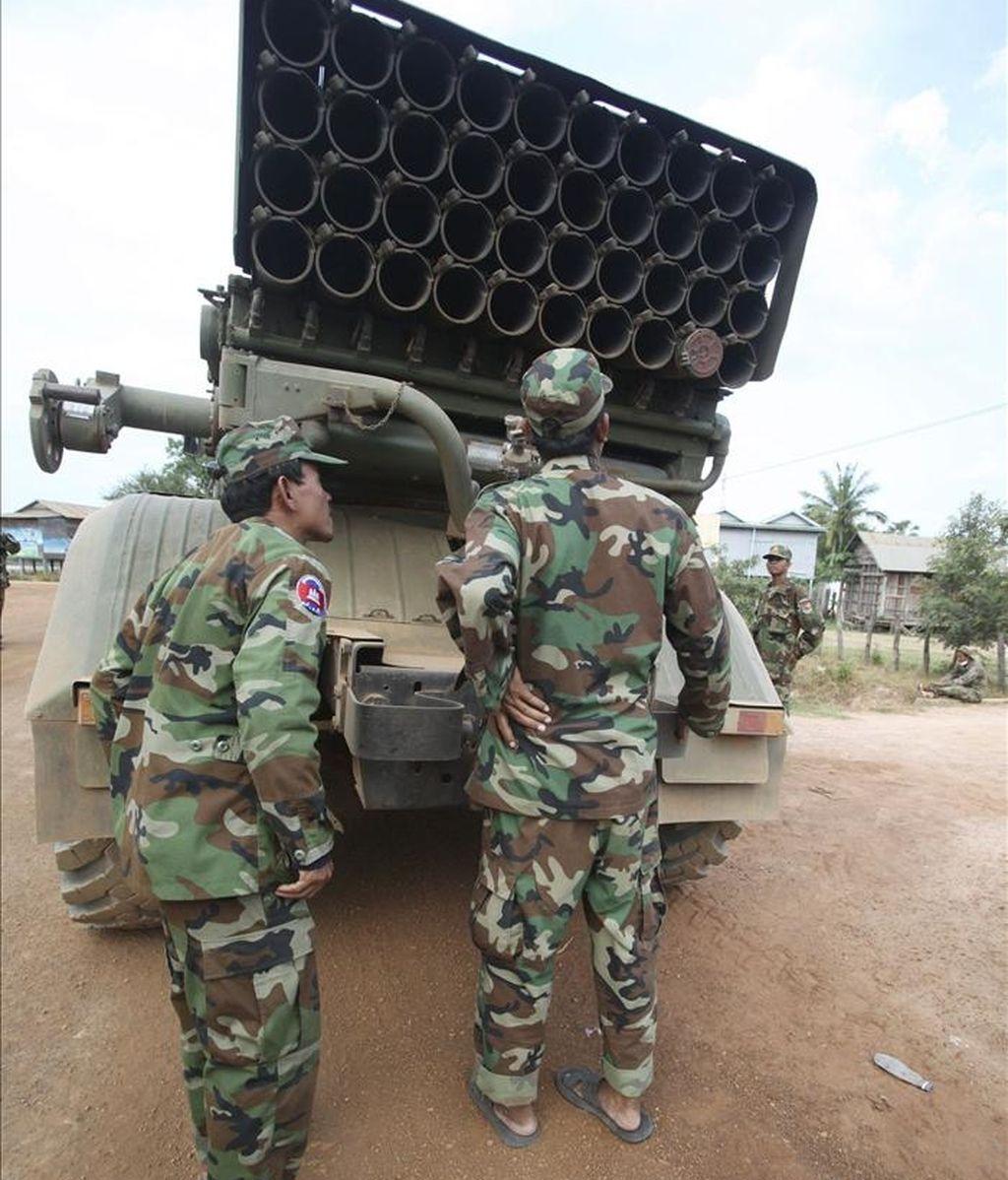 El ministro de Defensa tailandés, Prawit Wongsuwon, canceló su viaje previsto hoy a Camboya para negociar un alto el fuego en la frontera, donde al menos 13 soldados han muerto desde el pasado viernes, informaron hoy fuentes militares. EFE