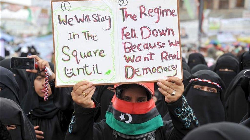 Manifestantes en una protesta contra el gobierno del presidente de Yemen, Ali Abadalá Saleh, hoy en Saná. EFE