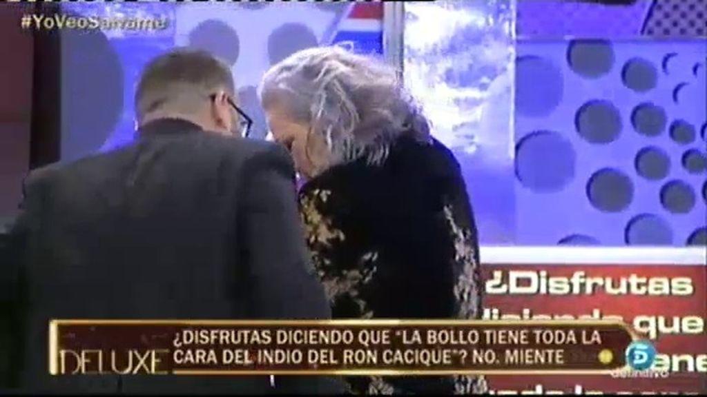 Carmen Gahona le enseña un pecho a Jorge Javier Vázquez