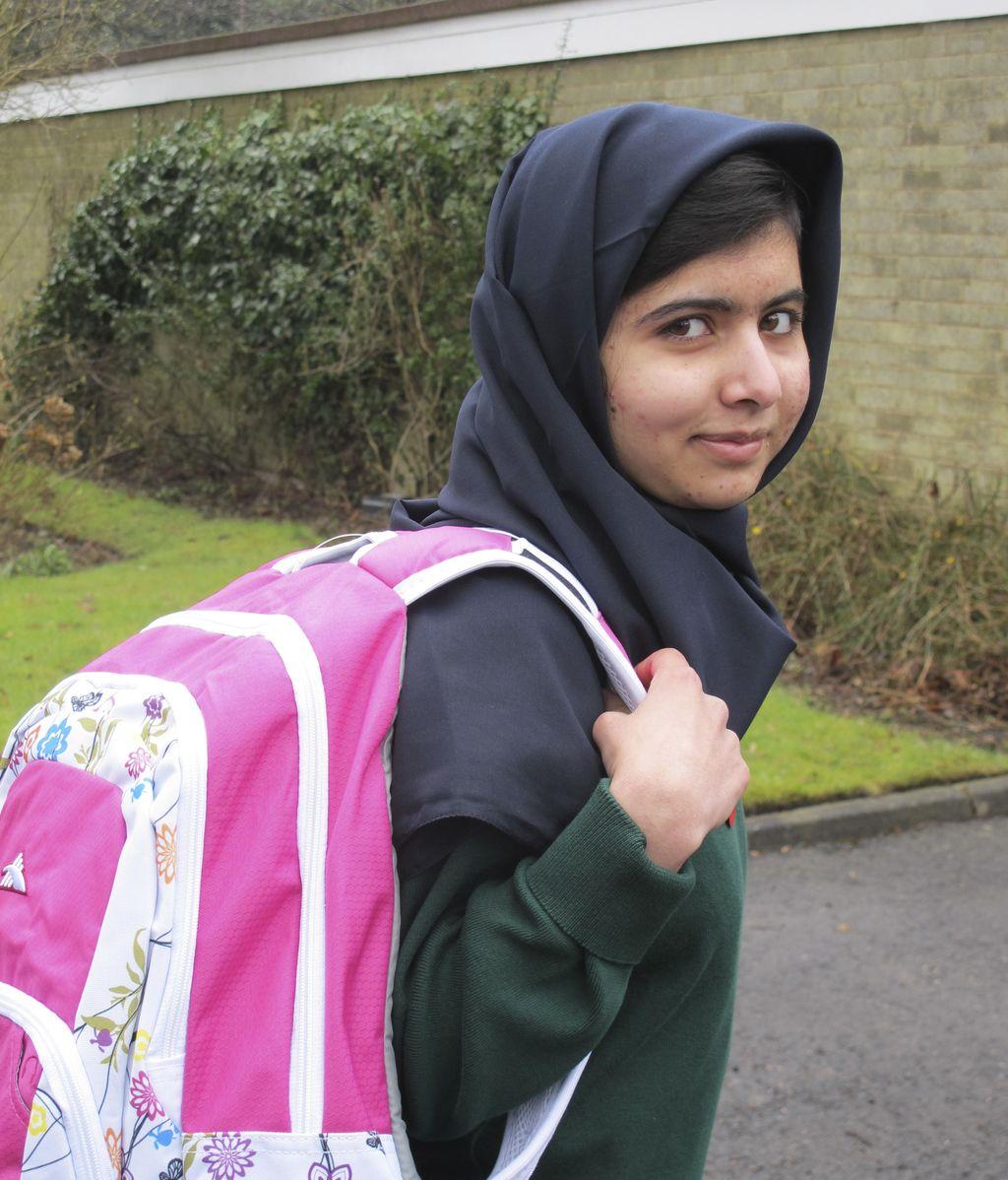 Malala Yousufzai vuelve al colegio en Reino Unido tras el ataque de los talibán