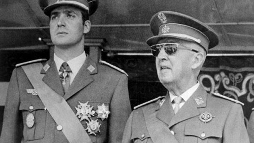 Don Juan Carlos se posiciona más cerca de Franco que de su padre