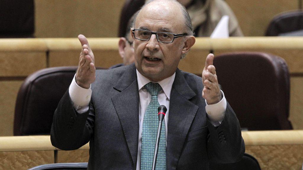 Cristóbal Montoro en un momento de su intervención en la Sesión del Control del Senado