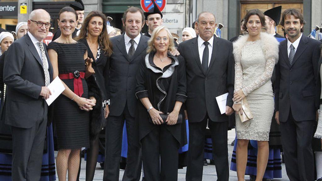 El presidente del Barça, Rossell -en el medio