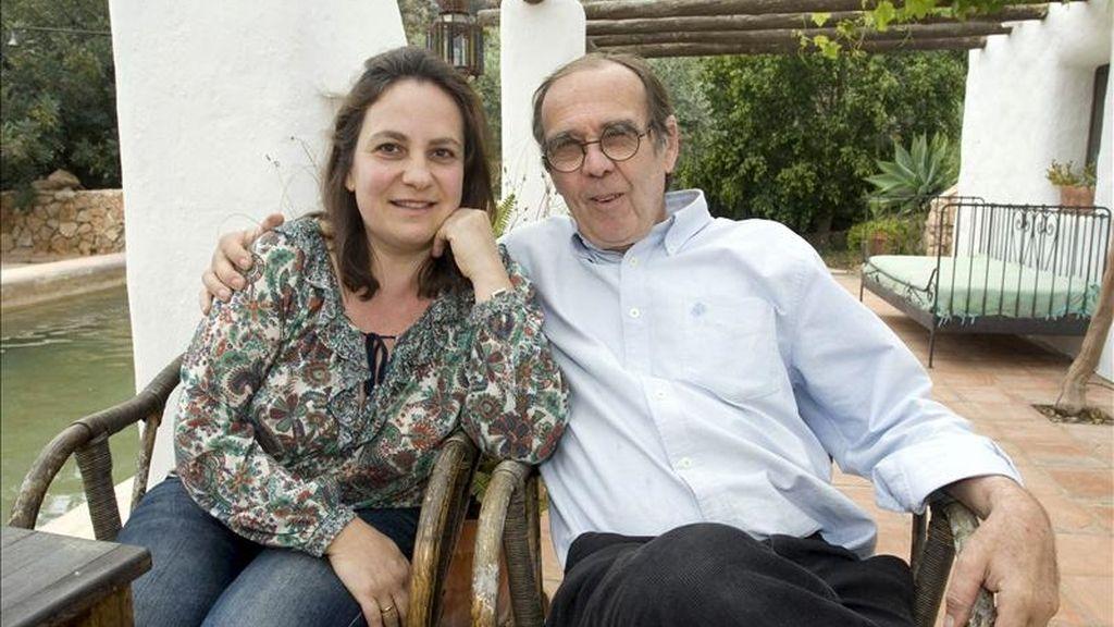 La profesora Resurrección Galera Navarro y su marido, Johanes Romes, esta tarde en su domicilio de Níjar (Almería). EFE