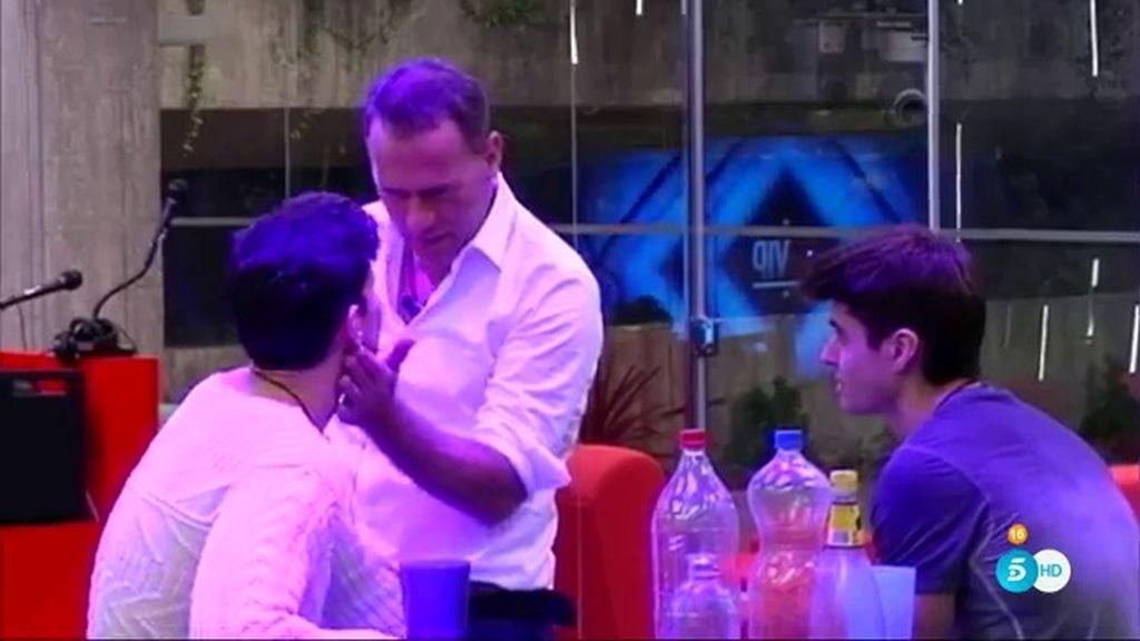 """Alejandro: """"Me hubiera liado con tres o cuatro aquí si estuviera soltero del todo"""""""