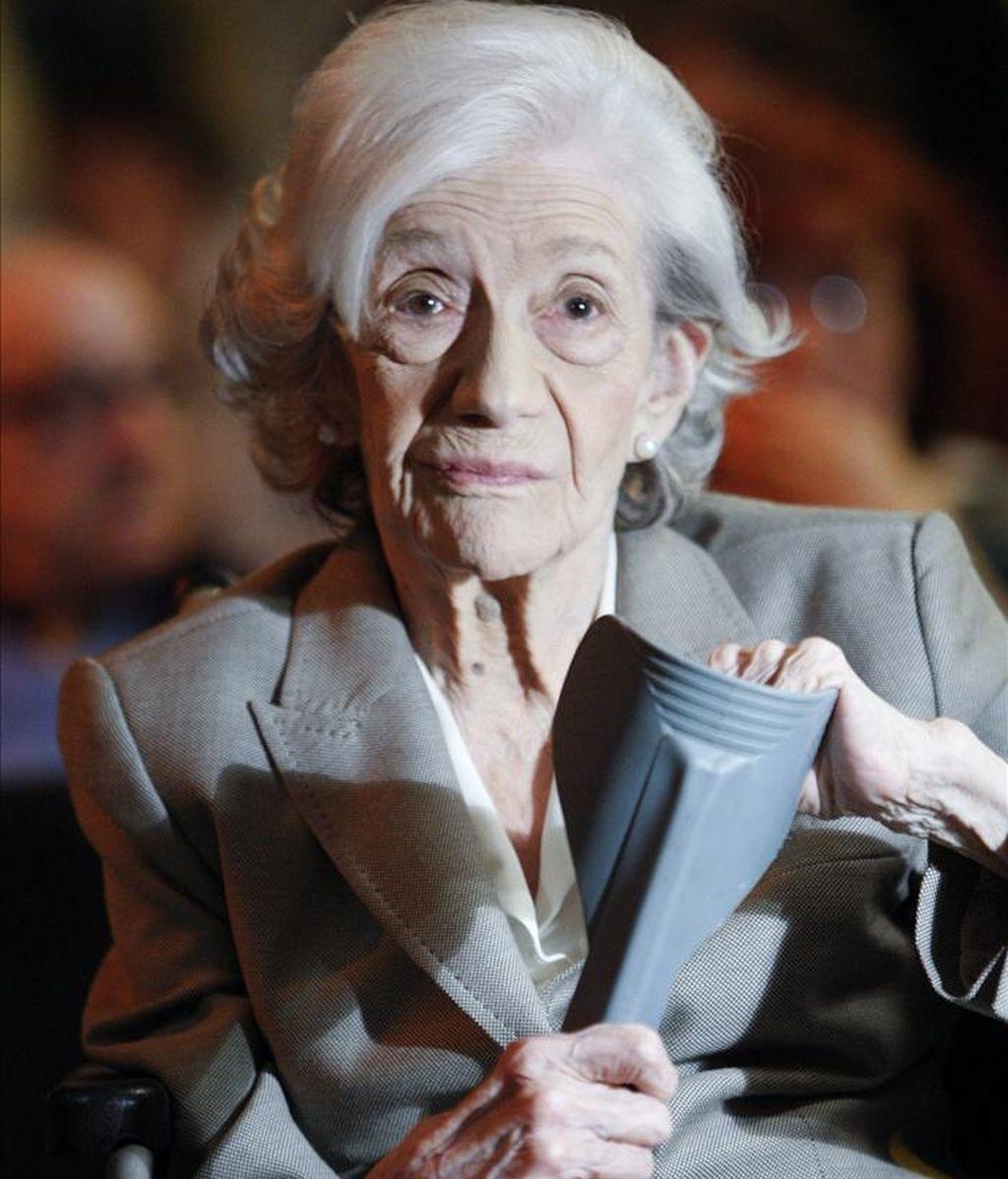 La escritora y Premio Cervantes Ana María Matute en el Círculo de Bellas Artes, en Madrid, donde esta tarde participan en la lectura de El Quijote tras haber recibido el Premio Cervantes esta mañana en Alcalá de Henares. EFE