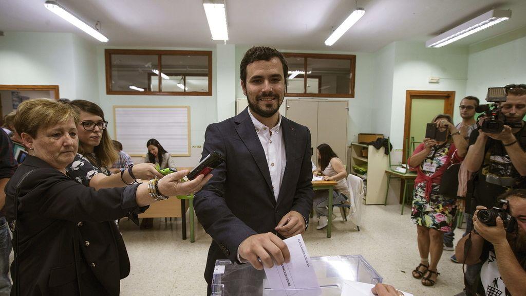 Alberto Garzón vota en Málaga