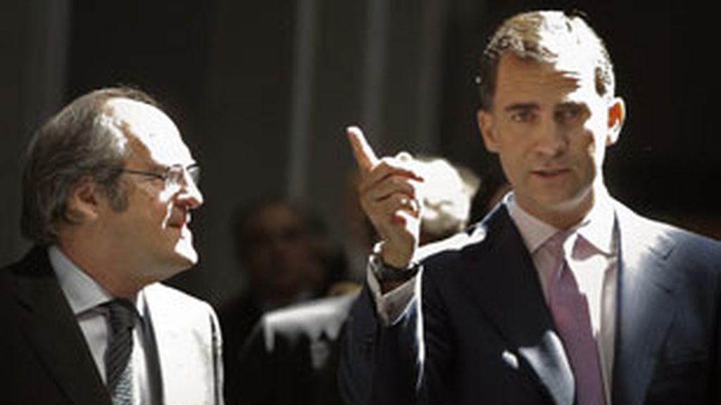 El príncipe de Asturias junto al ministro de Educación, Ángel Gabilondo, en la Universidad Autónoma de Madrid. Foto: EFE.