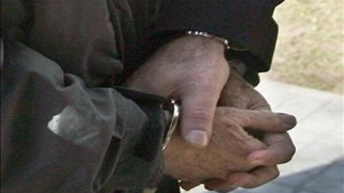 Arrestan a un padre por abusos a sus hijos adoptivos. Foto:EFE