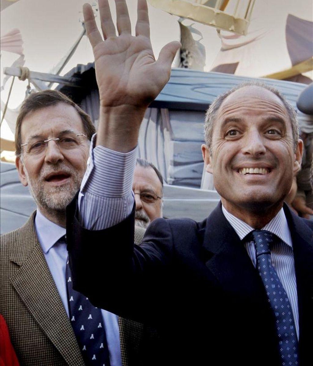 El presidente del PP, Mariano Rajoy (i) y el presidente de la Generalitat, Francisco Camps (d). EFE/Archivo