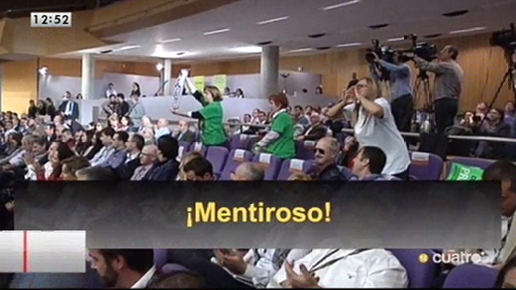 Los preferentistas protestan ante el presidente de Bankia