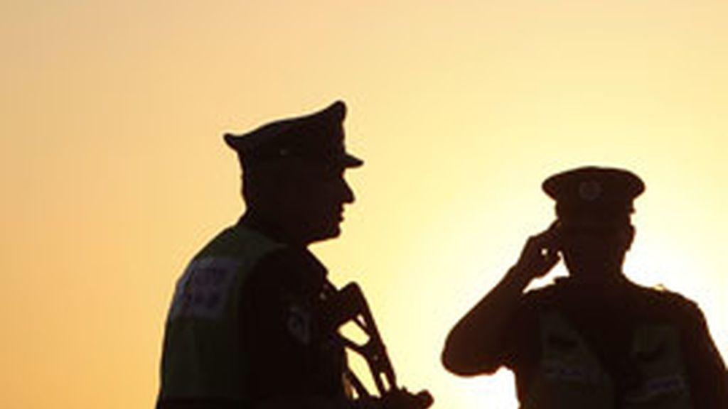 Soldados israelíes vigilan cerca de la frontera con Egipto después de que un bombardeo israelí matara en Gaza al jefe de los Comités de Resistencia Popular. Foto: Reuters