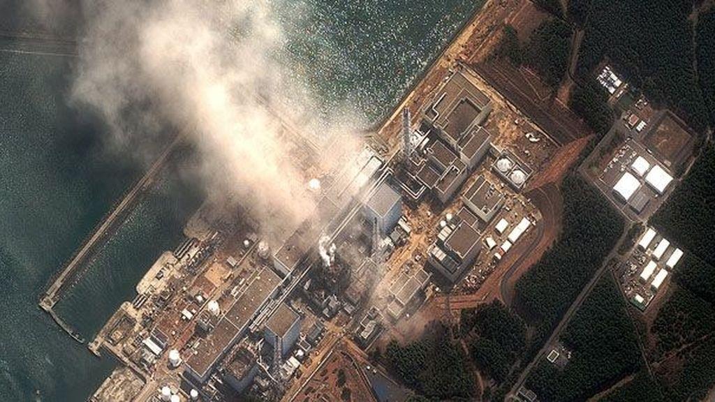 Vista aérea de la central nuclear de Fukushima antes del terremoto ý el tsunami que desencadenaron el escape en sus reactores.  Foto Gtres
