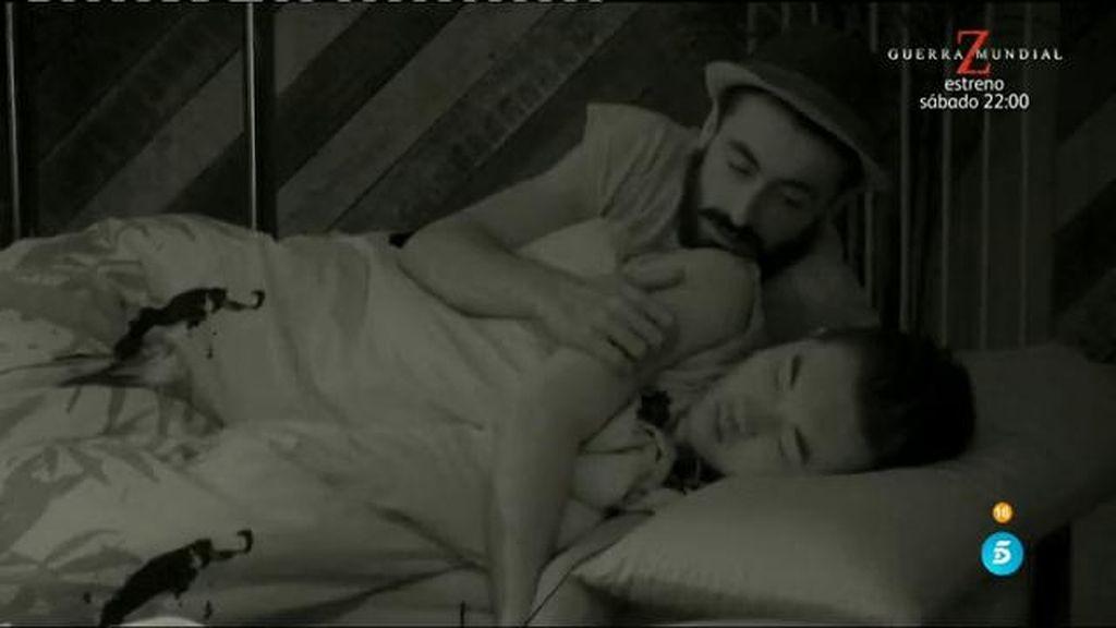 Caricias, abrazos, mimos... ¿y besos bajo las sábanas entre Han y Aritz?