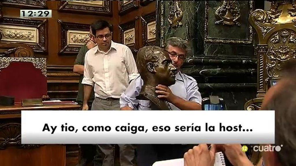 Así fue el show de la retirada del busto de Juan Carlos I en Barcelona