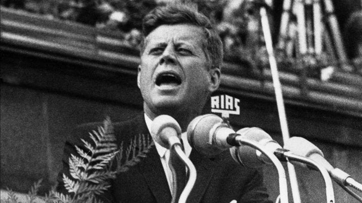 """El programa había sido calificado por un ex asesor de John F. Kennedy (imagen) de """"vengativo"""" y """"malicioso"""" por la imagen que daba de la famosa estirpe de políticos. EFE/Archivo"""