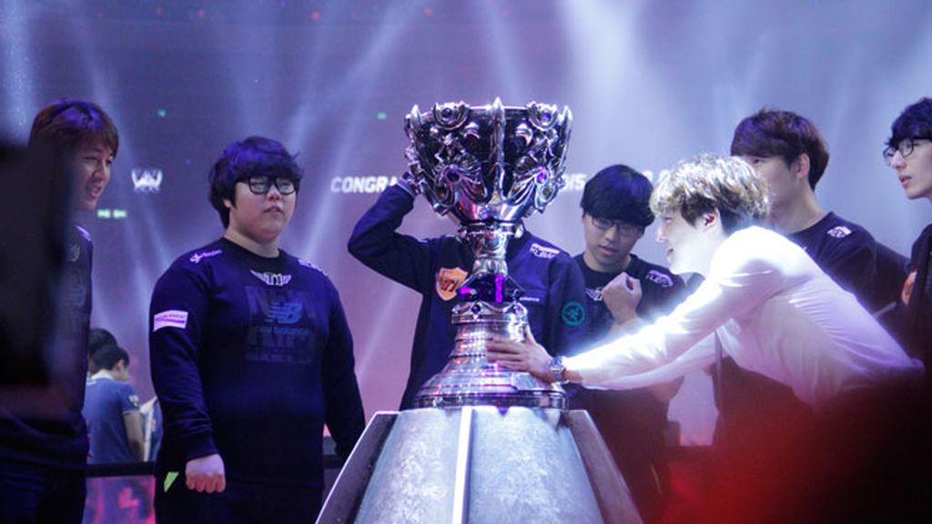 Así de espectacular ha sido la entrega del trofeo de campeones del mundo