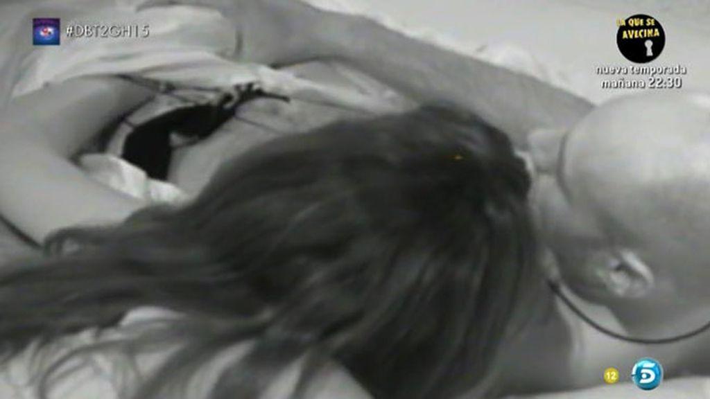 En vídeo, Omar rechaza a Lucía en la cama