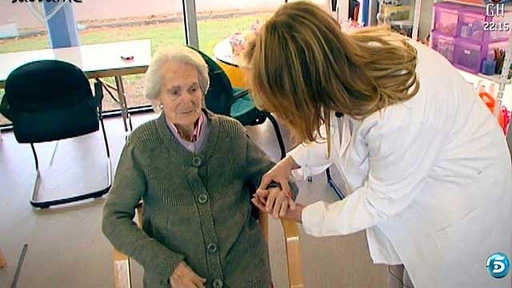 La colaboradora pasa tres días en la Fundación Torrafal Alzheimer