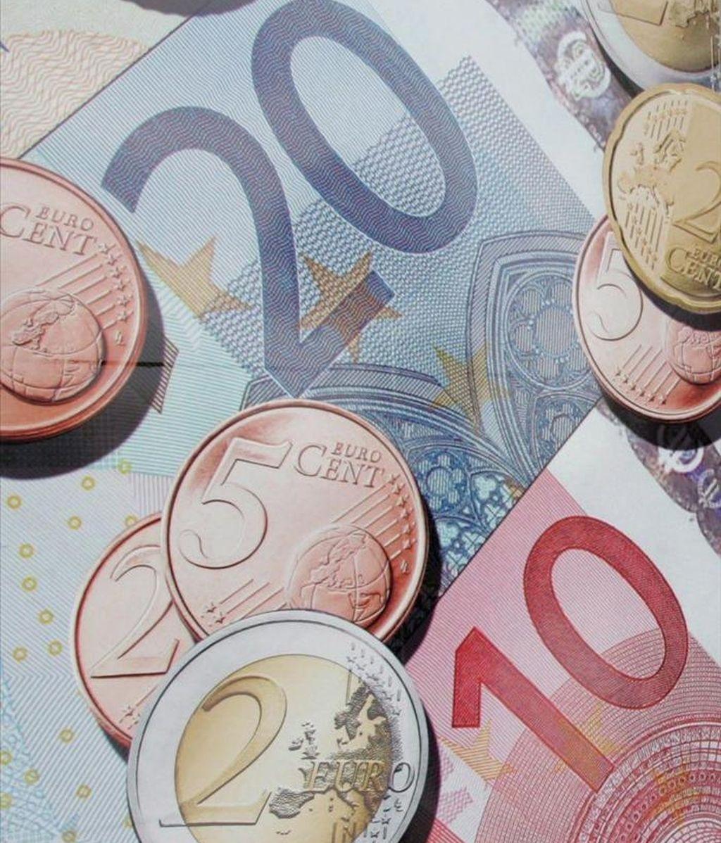 La Generalitat ultima una emisión de 2.700 millones de euros en bonos para inversores minoristas, que serán a uno y dos años, con un tipo de interés de entre el 4,25 y 4,75 por ciento, según ha anunciado el Departamento de Economía. EFE7Archivo