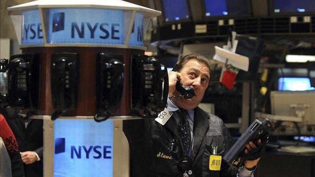 Al cierre el selectivo S&P 500 subió el 0,9 % (11,99 puntos) para cerrar a 1.347,24 y el índice compuesto del mercado Nasdaq ganó el 0,77 % (21,66 unidades) para terminar en 2.847,54. EFE/Archivo