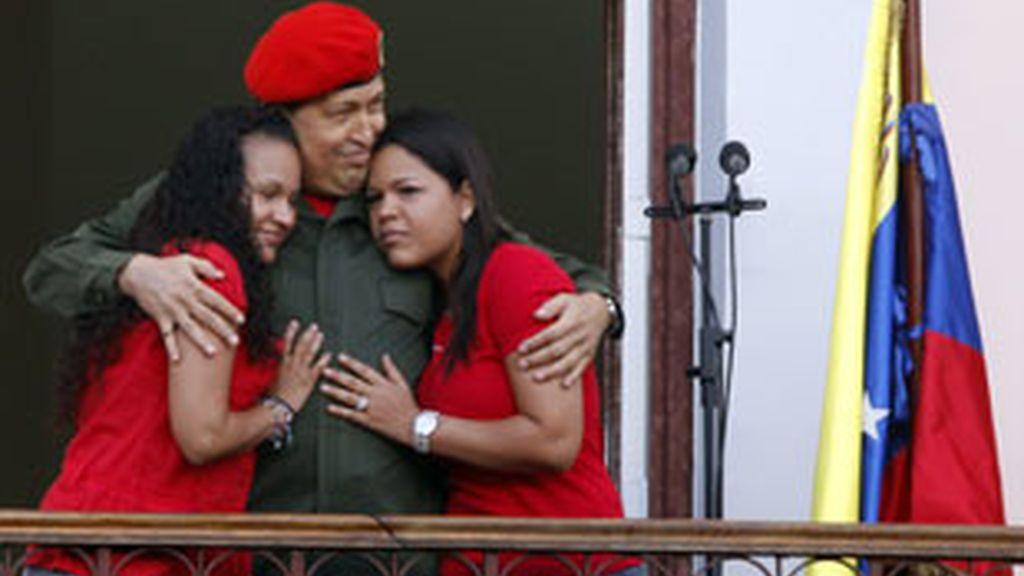 """El presidente de Venezuela, Hugo Chávez, aseguró que aún está en la primera fase de la """"batalla"""". Vídeo: Informativos Telecinco"""