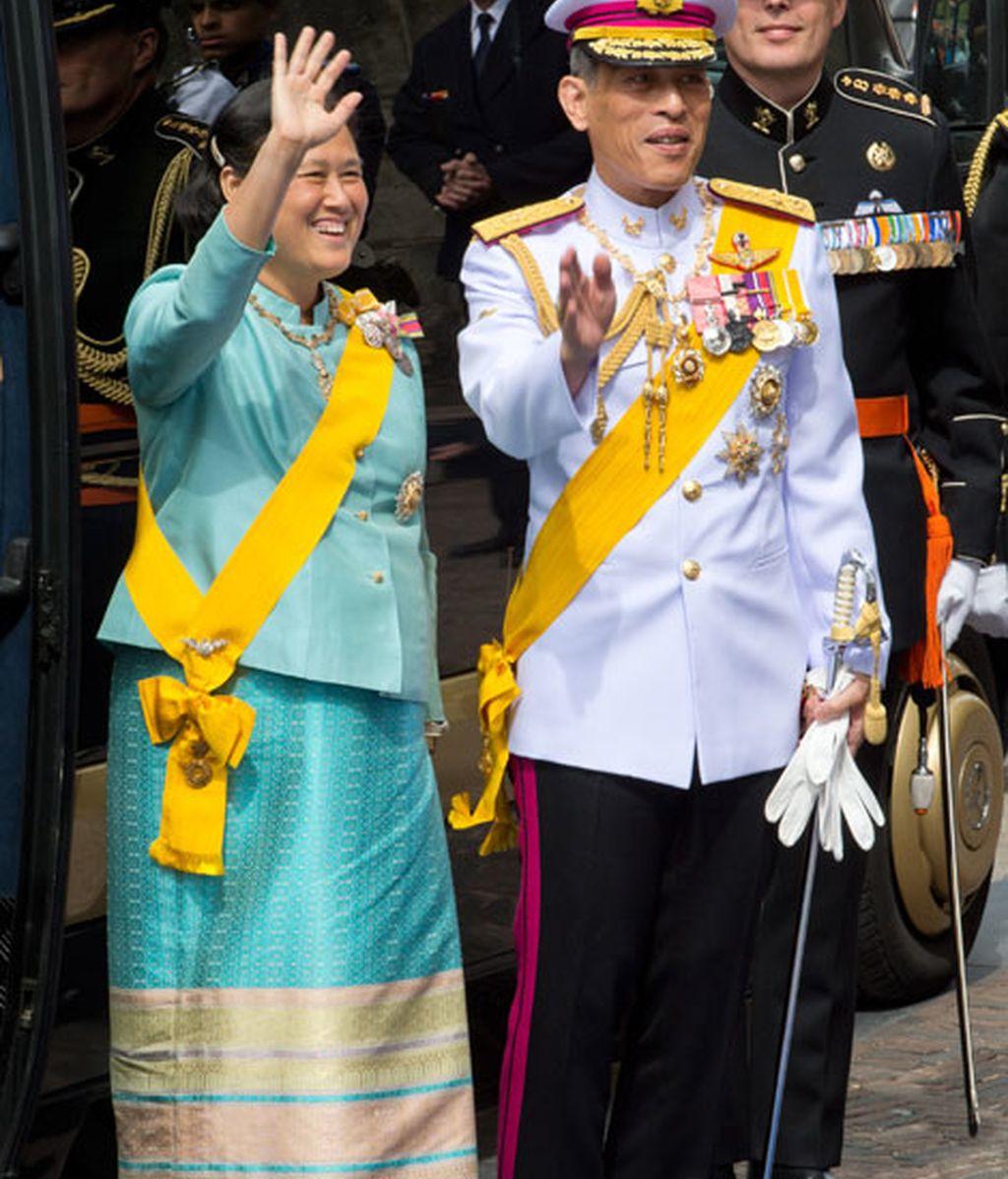 El príncipe Vajiralongkorn y la princesa Sirindhorn de Tailandia