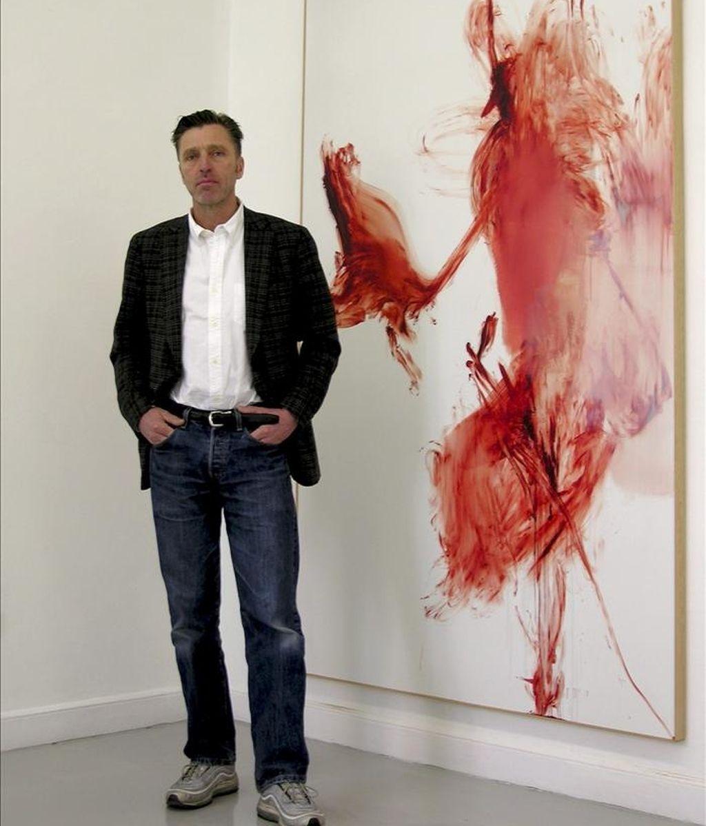 """El artista Albert Oehlen durante la entrevista que ha concendido hoy a la Agencia Efe con motivo de la inauguración hoy de la muestra de su serie """"H.A.T."""" en la galería Juana de Aizpuru. EFE"""