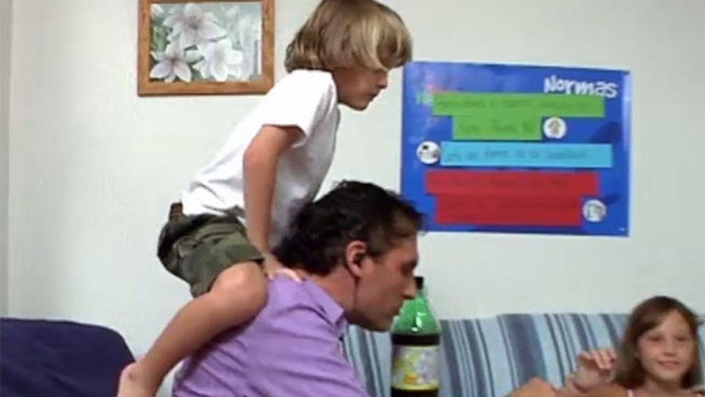 Miguel, un niño muy pegón