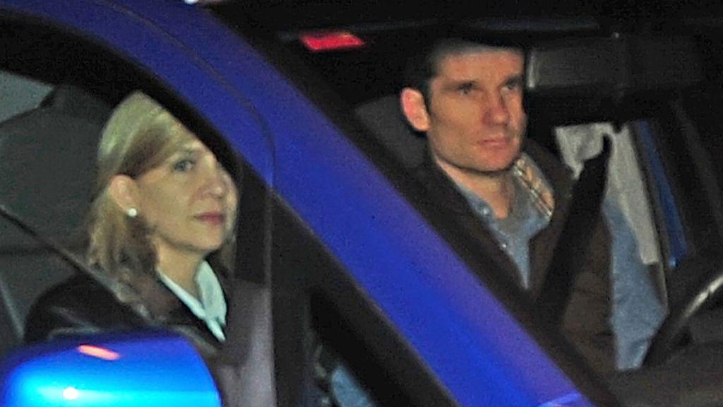 Los duques de Palma por las calles de Palma en febrero de 2012. Iñaki Urdangarin asistía al jucio por el caso 'Palma Arena'