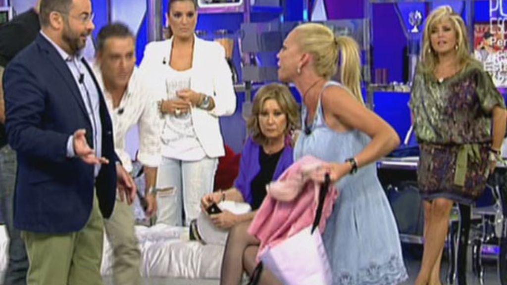 J. J. se calza los tacones de la Esteban