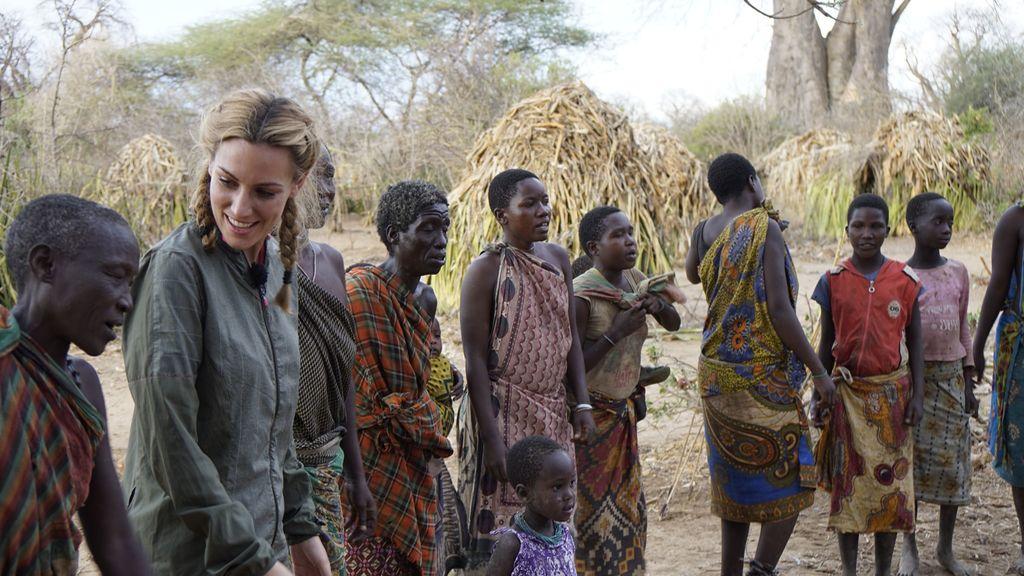 Edurne comparte una danza con una tribu nómada de Tanzania