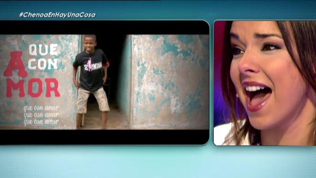 Chenoa se emociona al descubrir el vídeo que le mandan un grupo de niños etíopes