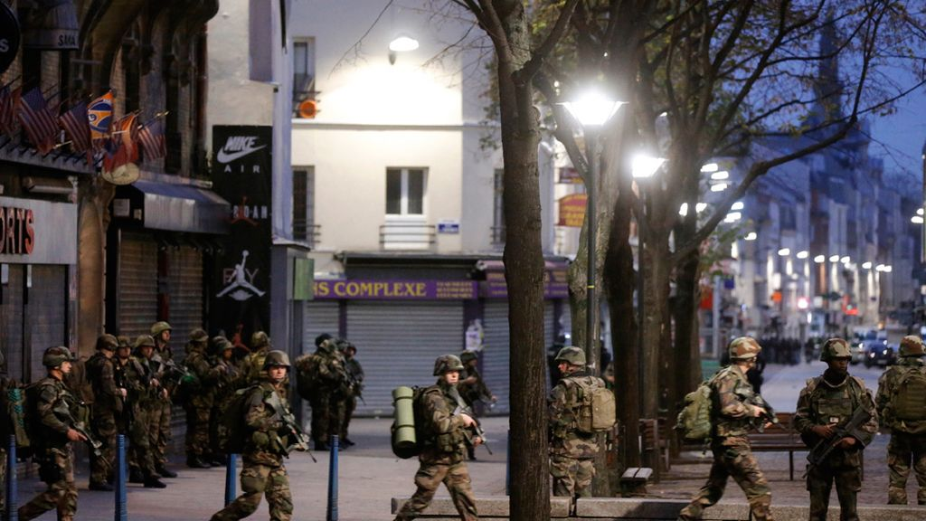 Varios terroristas siguen atrincherados en dos apartamentos de Saint-Denis
