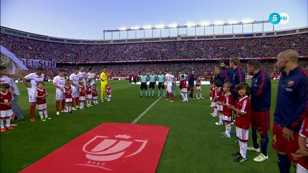 Barça y Sevilla se hacen un doble pasillo por ganar la Liga y la Europa League