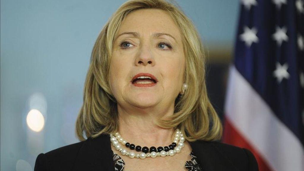 """""""Condenamos firmemente la violencia continua cometida por parte del Gobierno sirio contra manifestantes pacíficos"""", señaló Clinton en declaraciones a los medios tras reunirse con el presidente electo de Haití, Michel Martelly. EFE"""