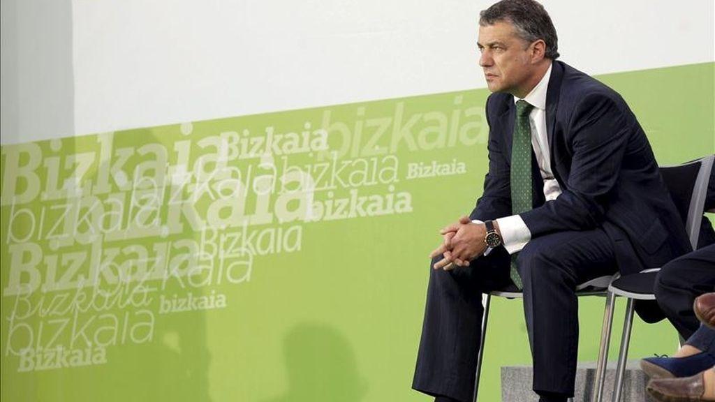 El presidente del PNV, Iñigo Urkullu, durante el acto electoral que el partido ha celebrado esta tarde en Basauri (Vizcaya). EFE